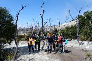 Berfoto Bersama Mendaki di Gunung Papandayan