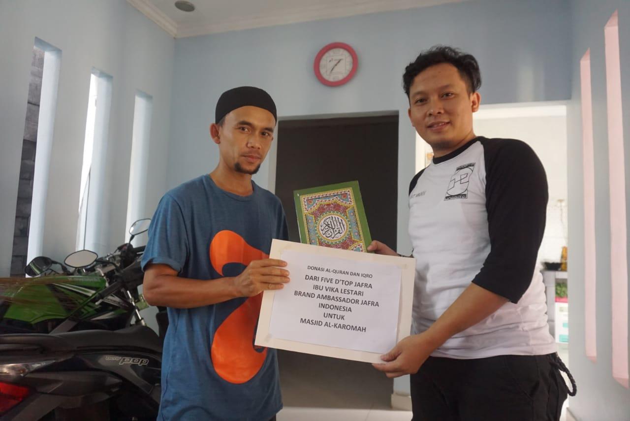 Penyerahan Donasi Al Quran dan Iqra Kepada Pengelola Masjid Al Karomah Sukabumi