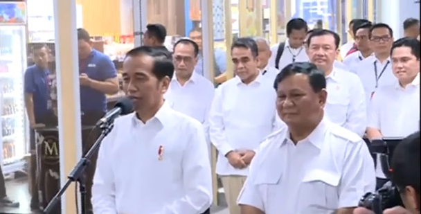 Pertemuan Jokowi dan Prabowo di Stasiun MRT Lebak Bulus