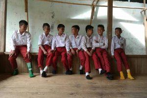 Relawan Literasi Sabumi Volunteer melakukan kegiatan demi mendukung kesetaraan pendidikan anak-anak pelosok Sukabumi.