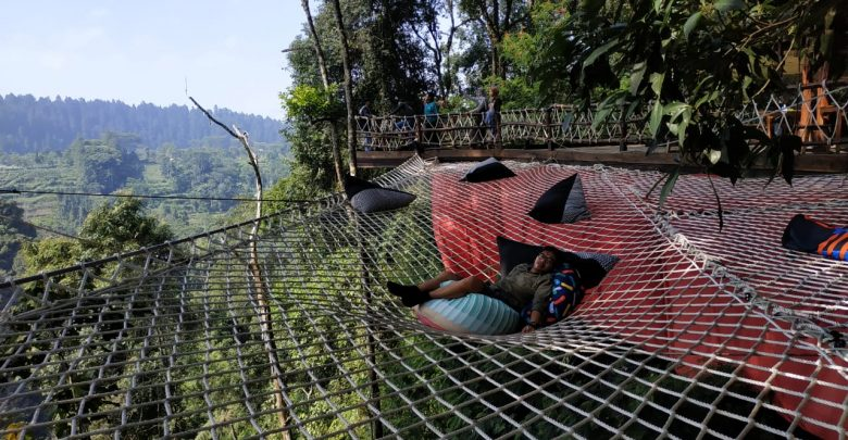 Santai Di Jaring Menikmati Pemandangan Alam Taman Nasional Gunung Gede Pangrango Sukabumi