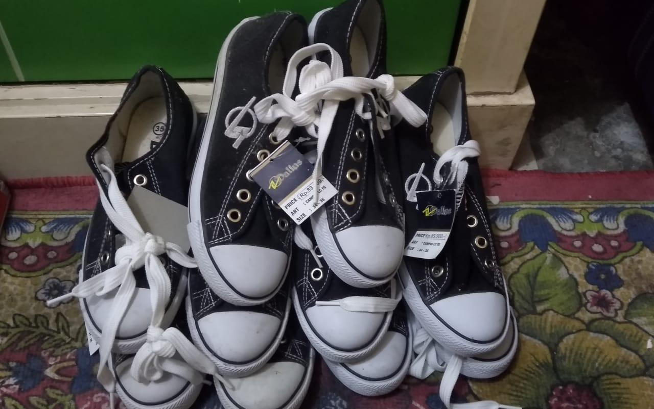 Sepatu Donasi untuk Anak yatim