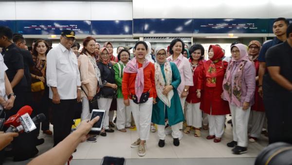 Ujicoba dan pertanyaan Ibu Negara tentang gerbong wanita MRT Jakarta
