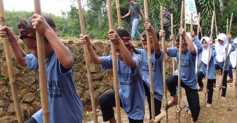 Komunitas Egrang Sukabumi Mengenalkan Permainan Tradisional Egrang Sabumi