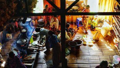 Perempuan di Rumah Tradisional Kasepuhan Sinar Resmi