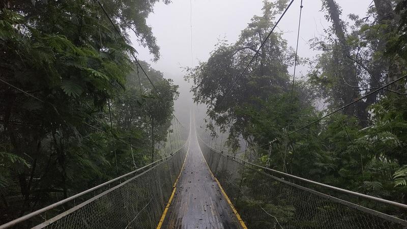 Jembatan Situ Gunung Ditutup Tanpa Satu Orang Pun Menyeberang
