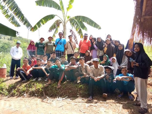 Ketanpedo Pemuda Tani Organik Cibiru Dikunjungi SMP IT Bani Yasin