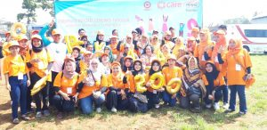 Pekerja Perempuan Komunitas EKATA Berfoto Bersama Bupati Sukabumi