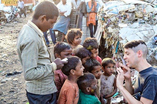 Sosial Distancing Bisa Bikin Tetanggamu Kelaparan, Bukan Karena Virus Corona