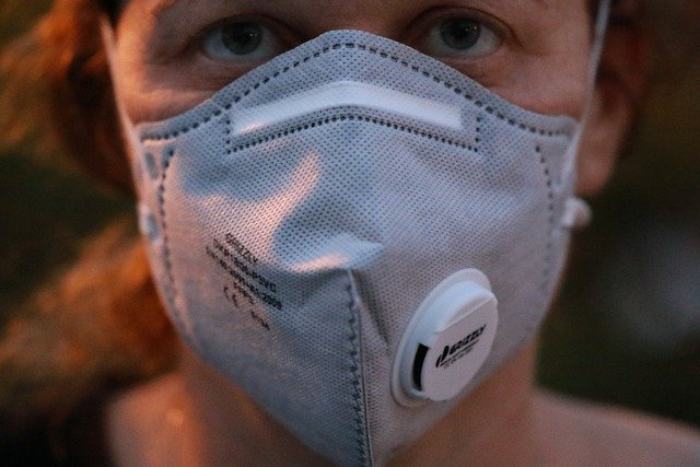 Cara Menggunakan Masker Melindungi dari Virus Corona