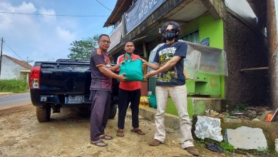 Sabumi Volunteer Mendistribusikan Donasi Kepada Guru Honorer di Pelosok Sukabumi