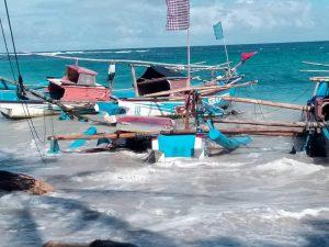 Kondisi Air Pasang di Pantai Kawasan Wisata Geopark Ciletuh Palabuhan Ratu