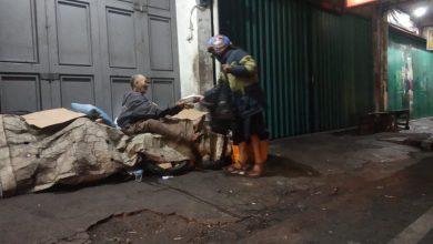 Sedekah Makan Sahur Komunitas Vespa Sukabumi