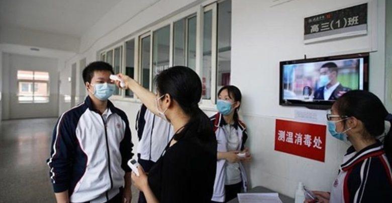 Setiap Siswa di Pindai Suhu Tubuh Sebelum Masuk ke sekolah di Wuhan Cina