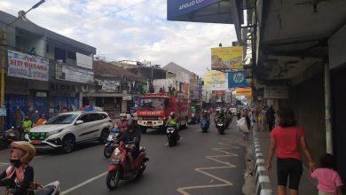 Tidak Tertib Toko di Sukabumi Disemprot Pemadam Kebakaran