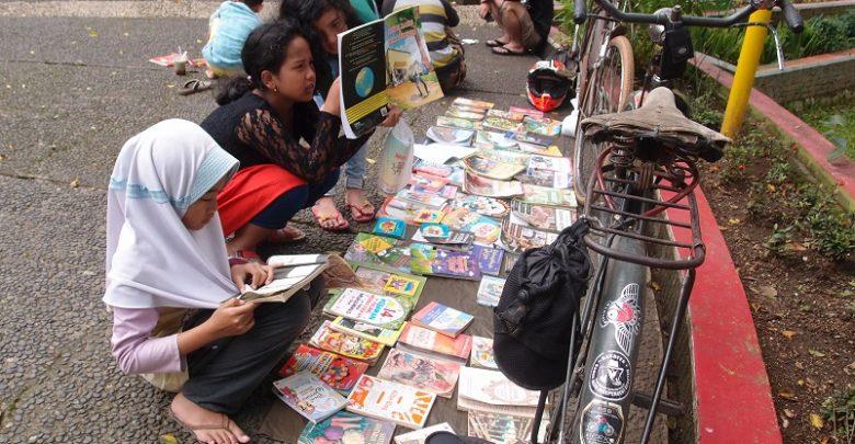Hari Sepeda Sedunia 3 Juni, Kapan Lagi Kita Kampanye Baca Buku Pakai Sepeda