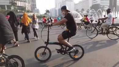 Olahraga sepeda di car free day Jakarta