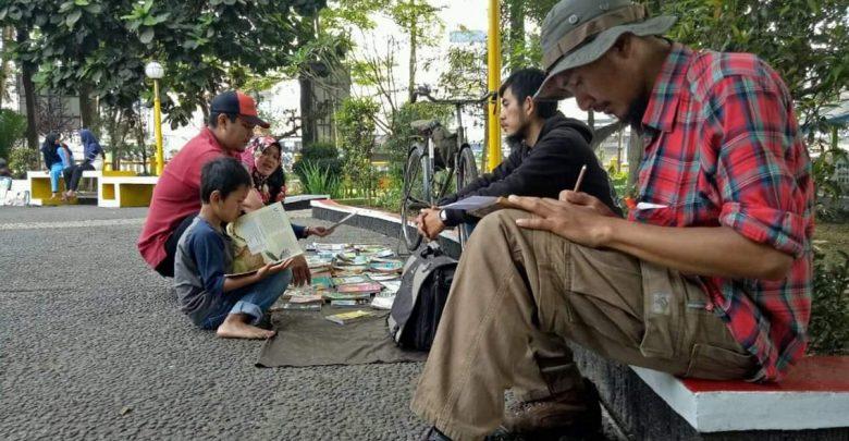 Pengelola Onthel Pustaka Sabumi Volunteer Menulis Rencana Kegiatan