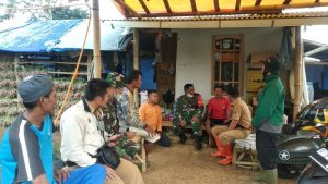 Diskusi Bersama Dinas Pertanian, dan Koramil, Bapak Diat sujatman dari Unit Penyuluhan Petani Kecamatan Sukabumi