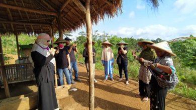 Mrs Wati Mantan Buruh Migran Menjadi Guide di Desa Wisata Hanjeli