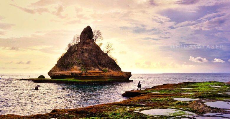 Pantai Karang Gantungan Sukabumi. Foto Hidayat Asep