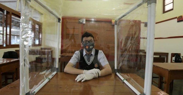 Siswa Akan Memakai Masker Belajar di kelas di SMA Negeri 4 Sukabumi