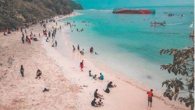 Wisatawan Ramai Mengunjungi Pantai Pangandaran yang Dibuka Kembali. Foto @anwar___08
