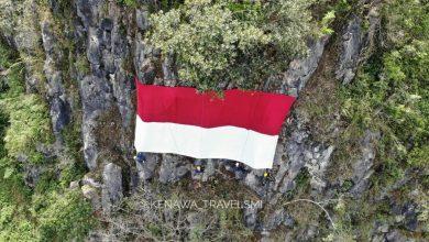 Bendera Berkibar di Tebing Karang Numpang Gunung Guruh Sukabumi. Dirgahayu Indonesia ke 75