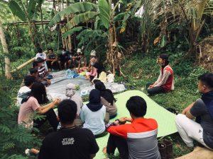 Diskusi Pemuda Ketanpedo Diskusi dengan Petani Gunung Guruh