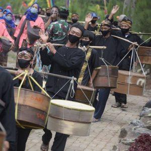 Masyarakat Desa Cibuntu Kuningan Jawa Barat Bersatu Melaksanakan Acara Sedekah Bumi