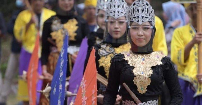 Tradisi Sedekah Bumi Di Desa Cibuntu Kuningan Jawa Barat