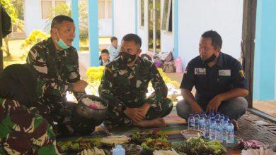 Asep Hidayat Mengenalkan Tanaman Hanjeli Sukabumi ke Pihak TNI