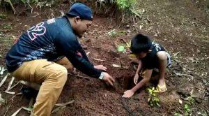 Kegiatan Brotherhood for Nature Menanam Pohon Bersama Anak-Anak Desa Cidadap Sukabumi
