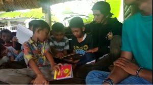 Kegiatan Membaca Anak-Anak di Taman Baca Saung Edukasi Sukabumi