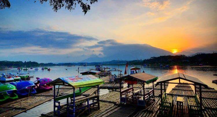 Situ Bagendit Garut. Sumber: Foto: akato.co.id