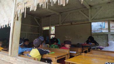 Sekolah Madrasah Dirobohkan Oleh Pemuda Sukabumi