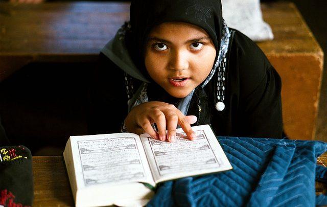 Cara Menghafal Al quran Pada Anak yang Tepat Diajarkan Sejak Dini