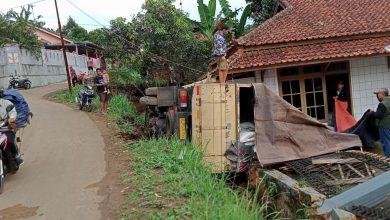 Truk Timpa Rumah Warga di Cijati Cicantayan Sukabumi